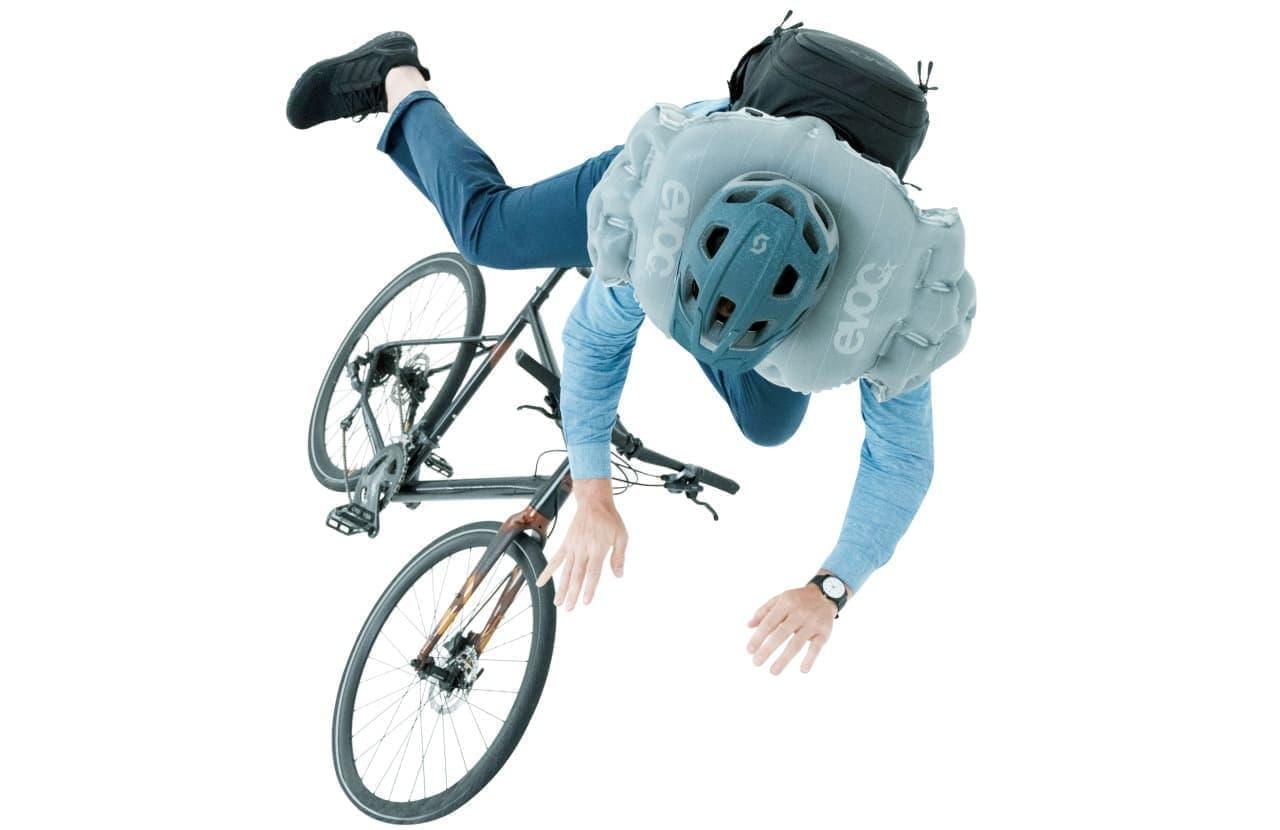 バックパックを背負うだけ 簡単装着の自転車用エアバッグEVOC Sports「COMMUTE AIR PRO 18」