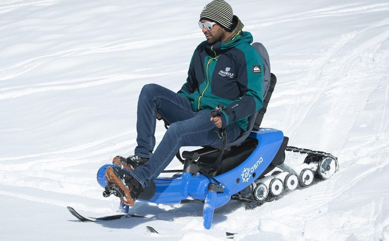 電動アシストスノーモービルArosno「E-trace」 無限軌道とモーターアシストで雪の坂道も登れる!