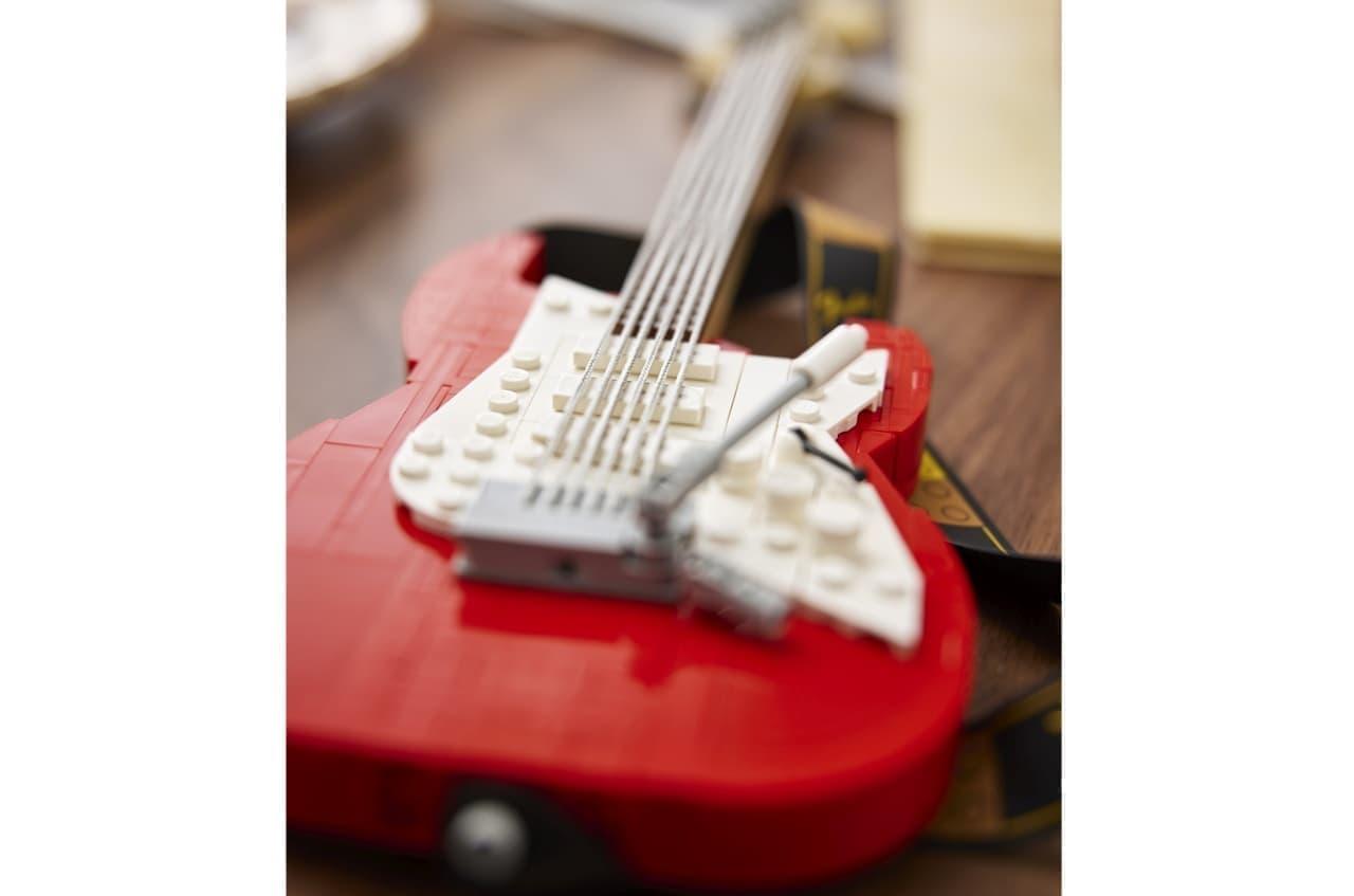 そんなストラトキャスターをLEGOが、「LEGO Ideas Fender Stratocaster set」としてLEGOブロックにしてくれました。