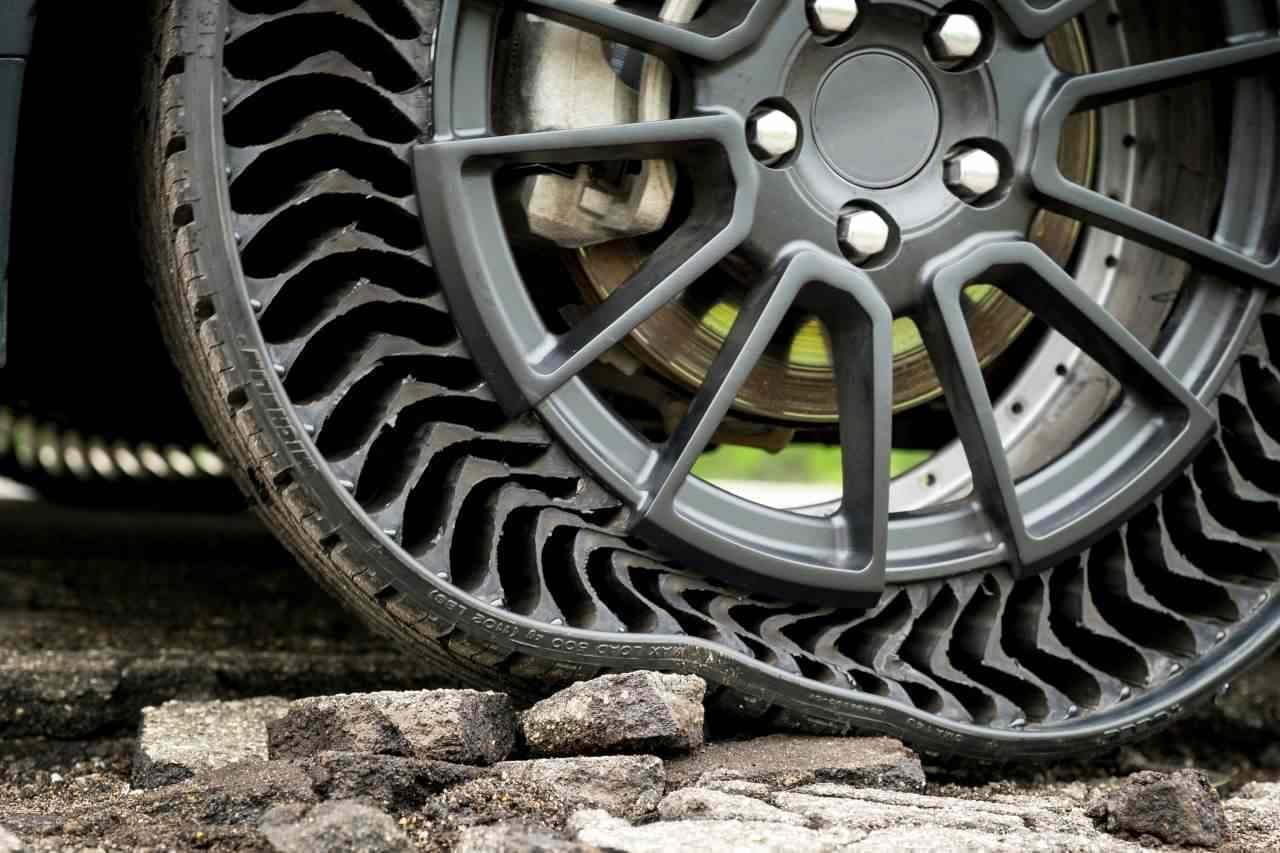 パンクしないエアレスタイヤ「Uptis」 ミシュランが公開テストを実施 乗り心地は「従来のタイヤと変わらない」