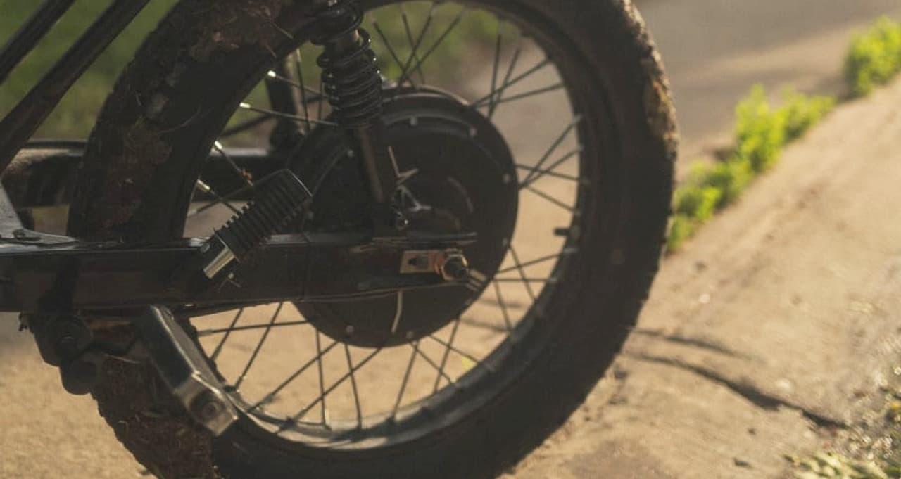 カワサキKZ200にインスパイアされたデザイン 電動バイク「Beachman '64 E-Bike」