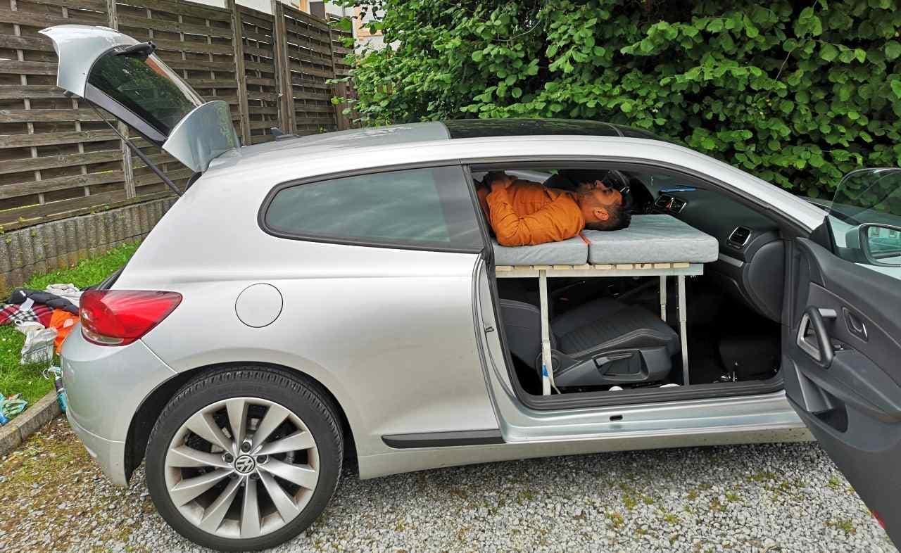 車中泊を快適に ほとんどのクルマに搭載できるベッドモジュール「CarCamper」