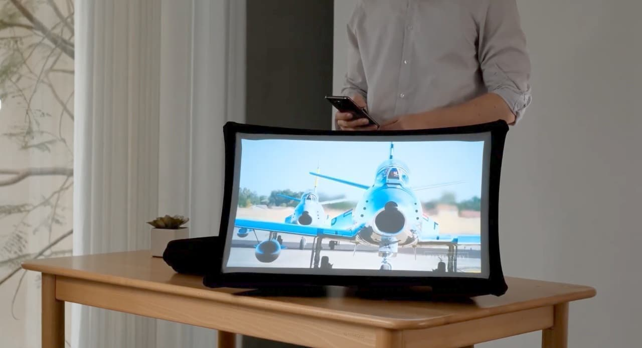 持ち運べる24インチの大型ディスプレイ「Splay」