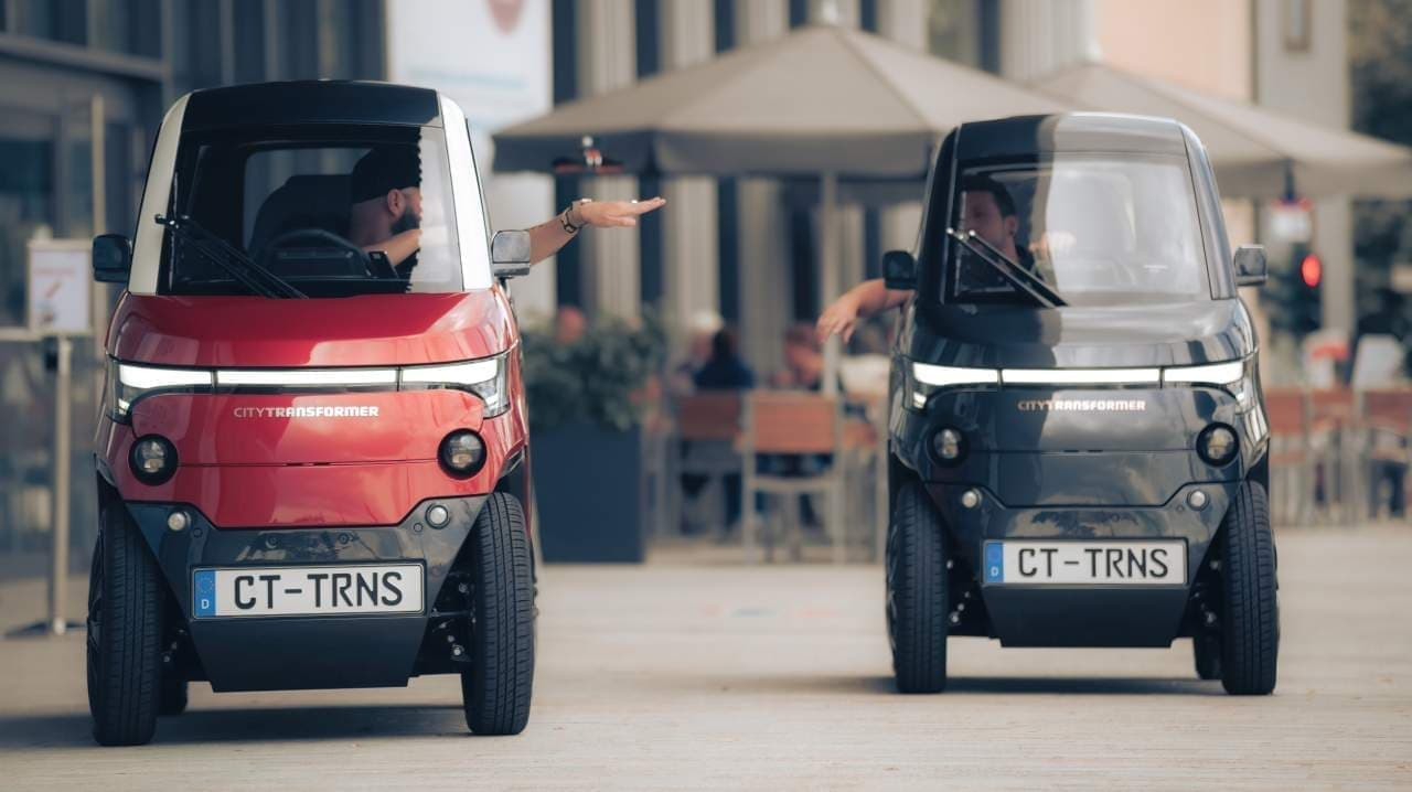 幅わずか100cmのクルマ? 駐車時には細くなってクルマとクルマの間に駐車できる「City Transformer」