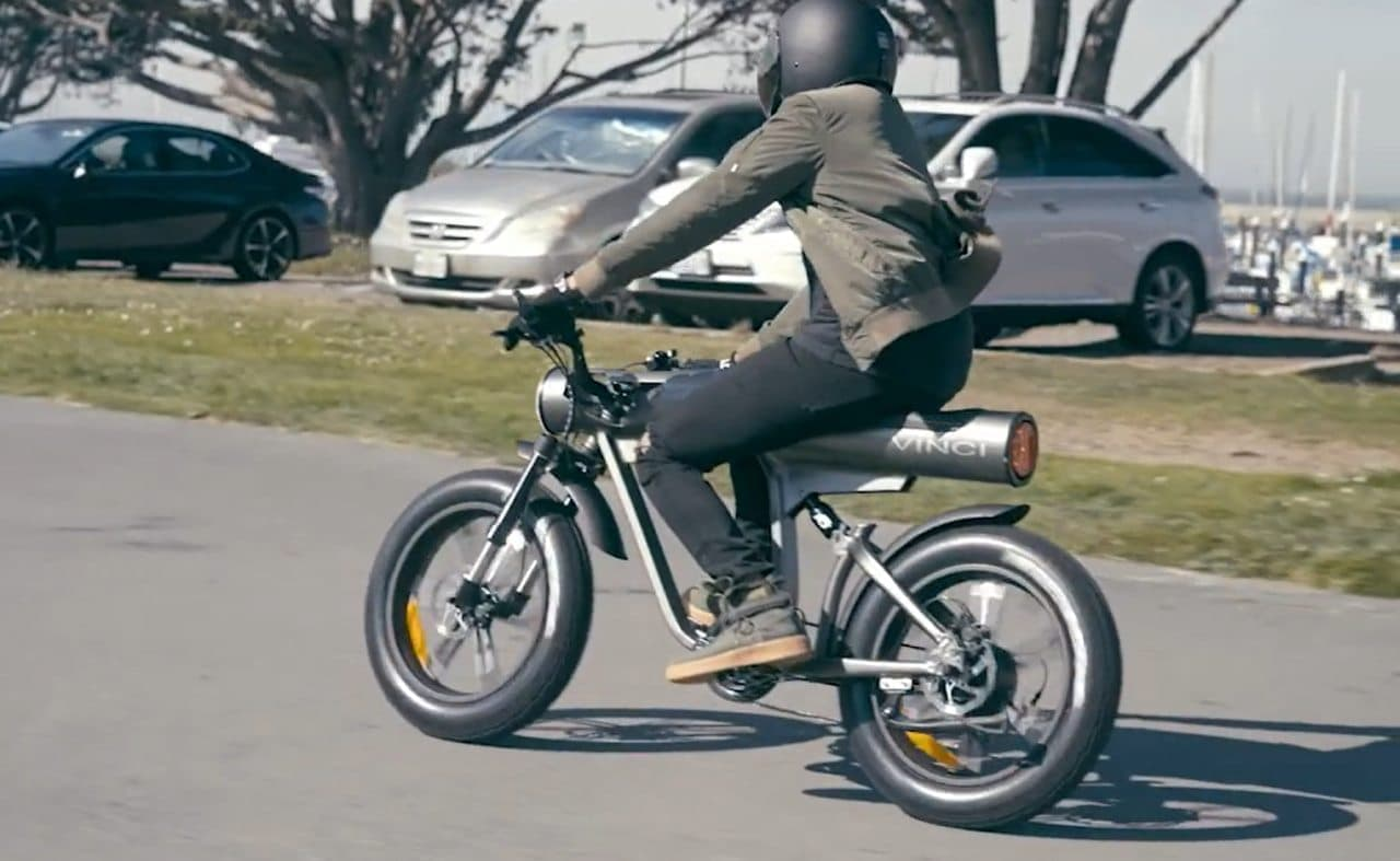 丸太みたいなフレームの電動バイク「Vinci」