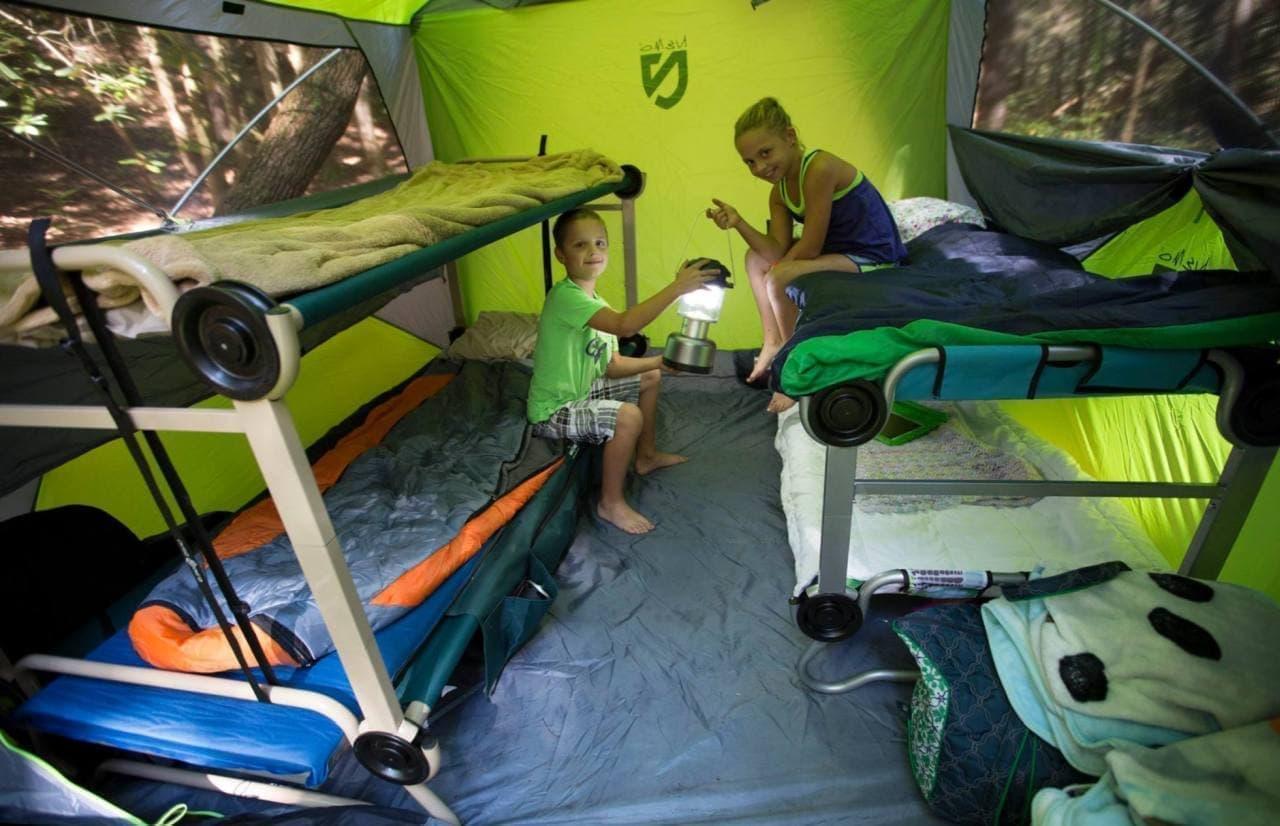 キャンプで2段ベッドに寝る 狭いテント内を有効活用する「Disc-O-Bed」