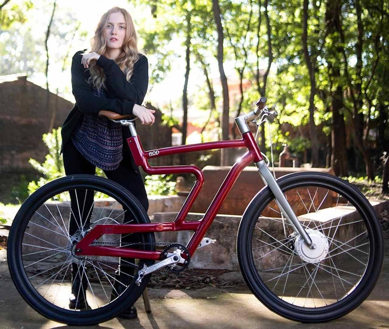 フレームがサスペンション? ― 都市生活者向けの電アシROD cycles「Model 1」