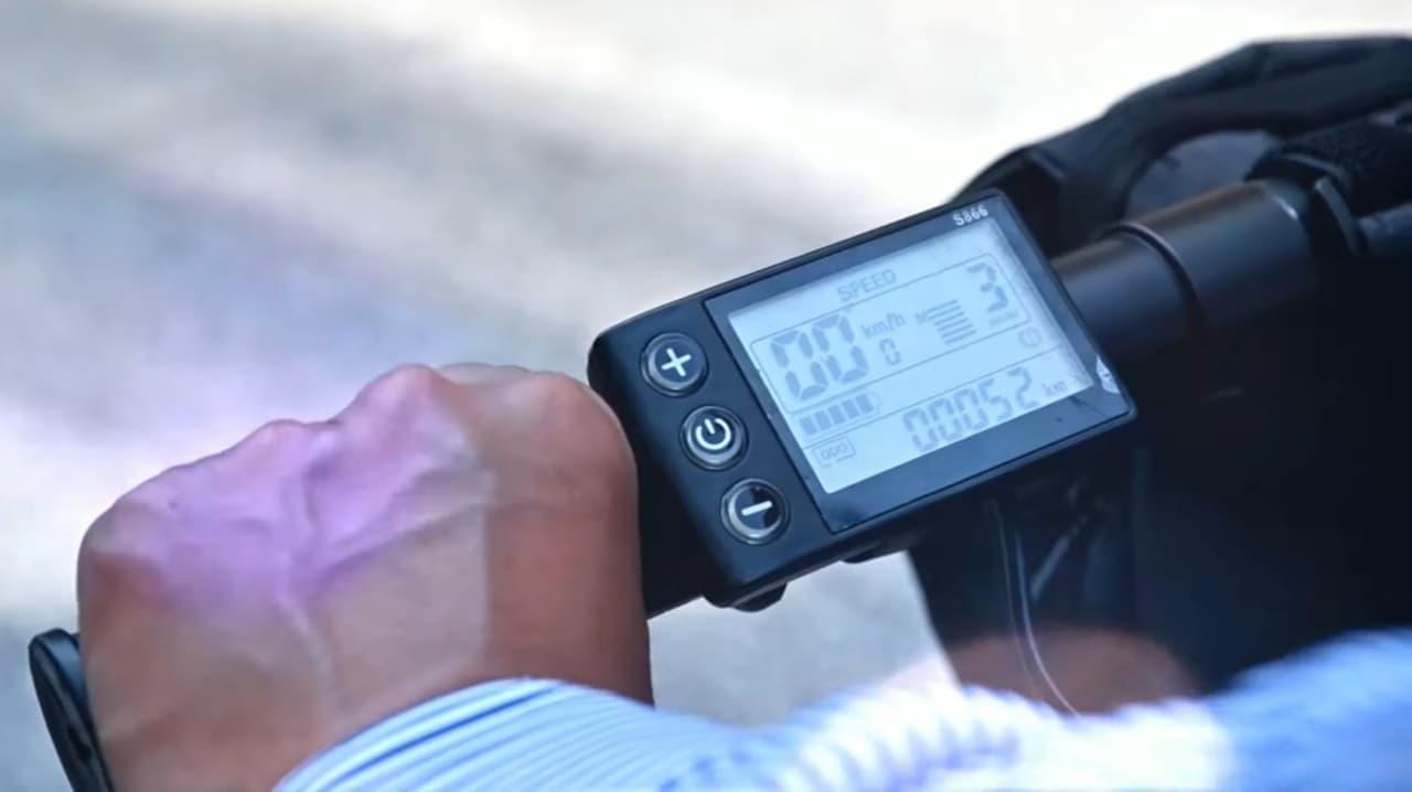 コロコロと転がして持ち運べる電動アシスト自転車「BORNTORUN GX」の先行販売がMakuakeで開