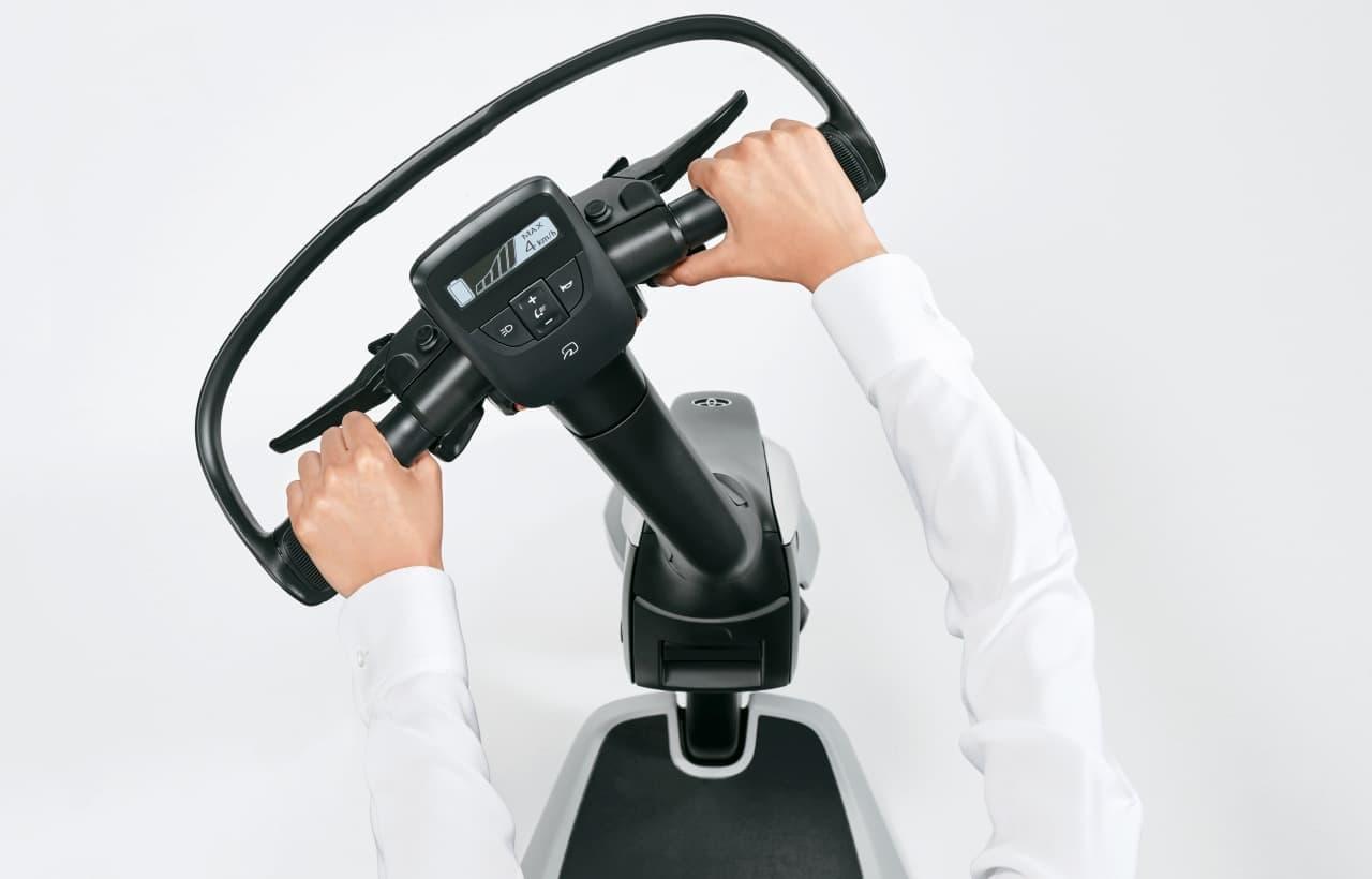トヨタが立ち乗り3輪BEV「C+walk T」を発売