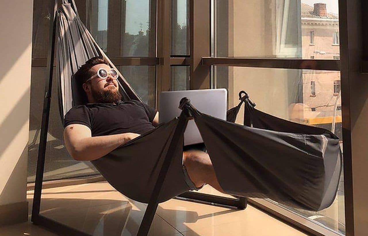 ビジネスパーソン向けのハンモックチェア「Lull」 ノートPC一台で仕事ができる時代に机や椅子はもういらない?