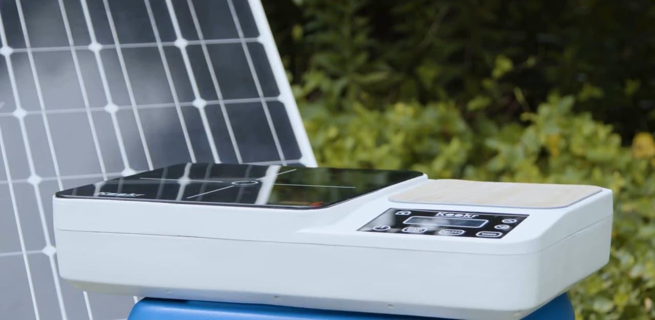 バッテリーで稼働するIHクッキングヒーター「KOOKR」 キャンプはもちろん災害時にも便利