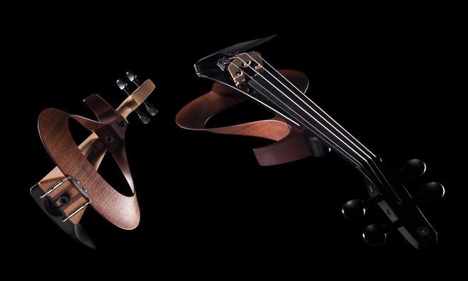 ヤマハによる展示製品:エレクトリックバイオリン「YEV」  斬新なデザインと優れた性能を兼ね備えている