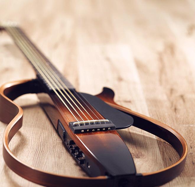 ヤマハによる展示製品:サイレントギター「SLGシリーズ」  静粛性と高音質を両立したギター